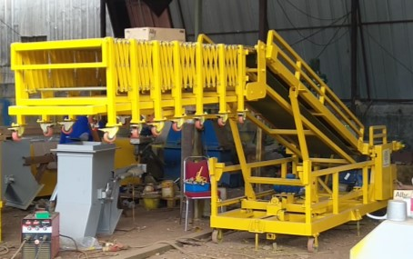 Penta truck loading conveyor web